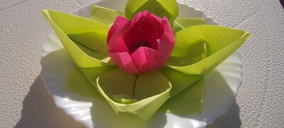 Лилия из бумажных салфеток