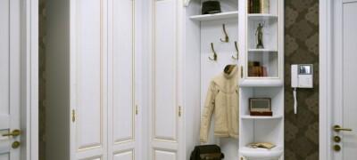 Особенности встроенного шкафа-купе в прихожую