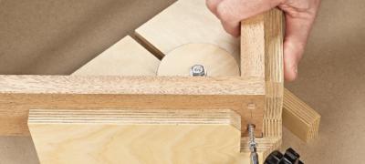 Угловая струбцина для сборки мебели — назначение инструмента и описание