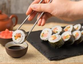 Как научиться есть палочками для суши