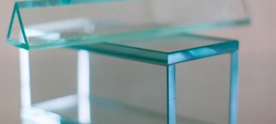 Обзор и применения клея для стекол