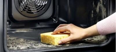 Очищаем духовку от пригоревшего жира и нагара
