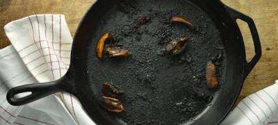 Очищаем нагар со сковородки народными и другими методами