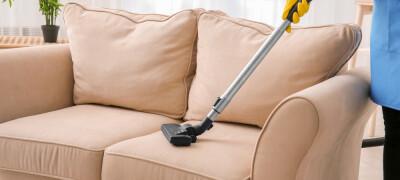 Очищаем диван от пятен в домашних условиях