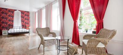 Выбор и применение красных штор в интерьере