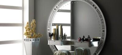 Использование зеркал в спальной комнате