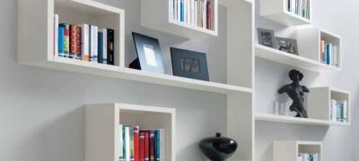 Виды и применение настенных дизайнерских полок в интерьере