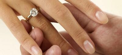 Определение размера пальца у девушки