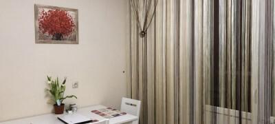 Характеристика нитяных штор в интерьере кухни