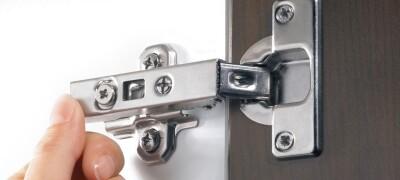 Как отрегулировать петли на дверцах мебели