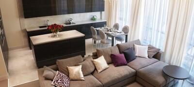 Выбор штор в гостиную, совмещенную с кухней
