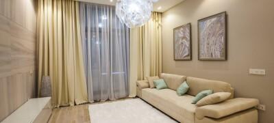 Шторы в современном стиле в интерьере гостиной