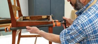 Как правильно склеить деревянный стул