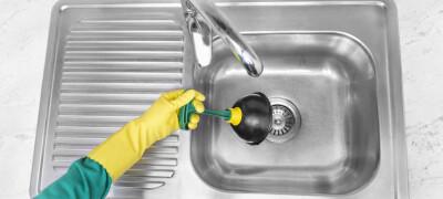 Как и чем можно устранить запах из раковины на кухне