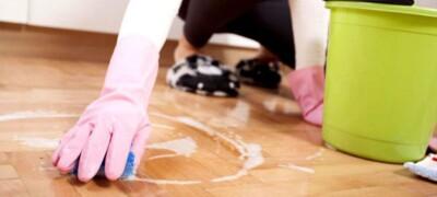 Особенности и правила очистки линолеума от въевшейся грязи