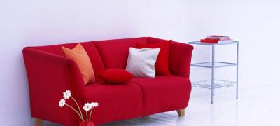 Примеры оформления интерьера с красным диваном