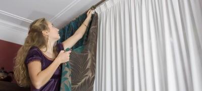 Как повесить карниз для штор на потолок