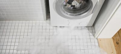 Почему течет стиральная машина снизу