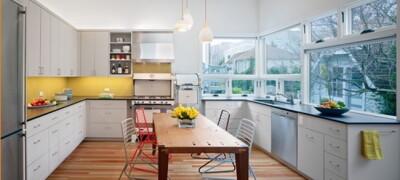 Как правильно выбрать лампу над столом на кухню