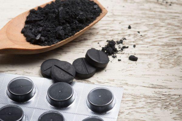 Устоявшийся малоприятный запах адсорбируется активированным углем.