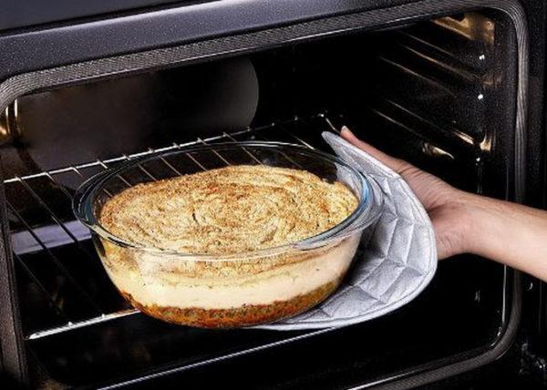 Наконец, не последнюю роль играют и размеры блюда, помещенного в духовку.