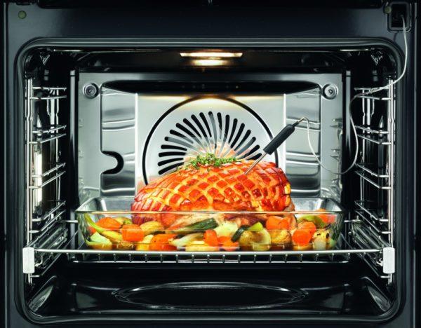 Наладить процесс достаточно просто: в духовку помещают конвектор (или вентилятор), который помогает воздушным массам разной температуры смешиваться быстрее.
