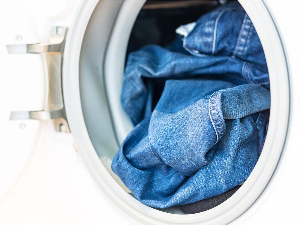 джинсы в машинке