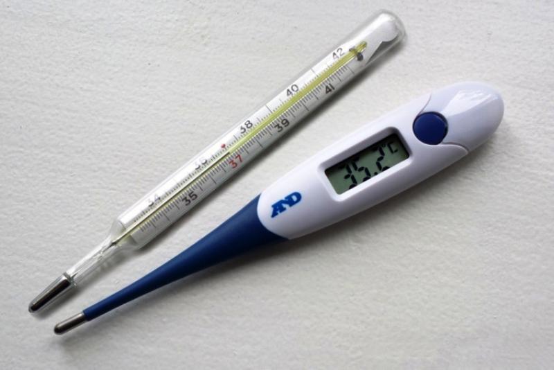 электронный и ртутный градусники