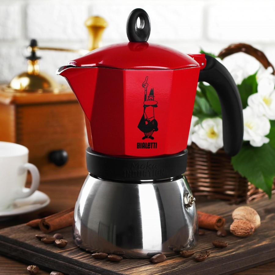 кофеварка гейзерная на кухне