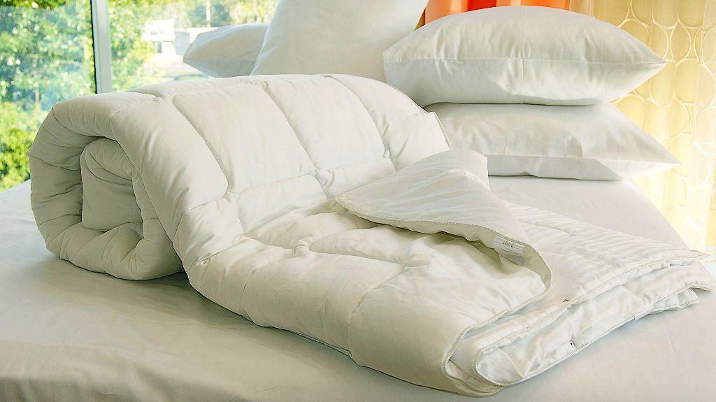 холлофайбер в подушках и одеялах