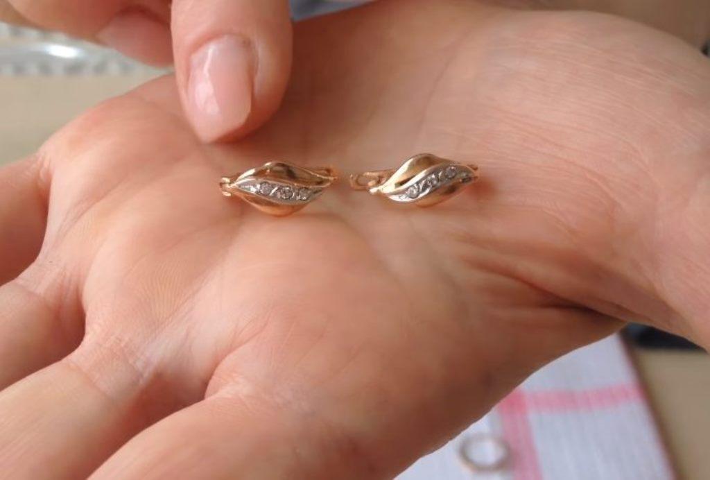 как почистить золотые сережки
