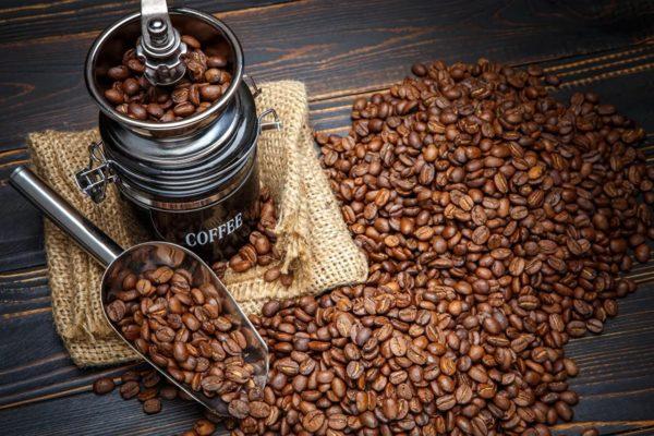 И ни для кого не секрет, что кофе в зернах не сравнится по своим вкусовым качествам с растворимым «собратом».