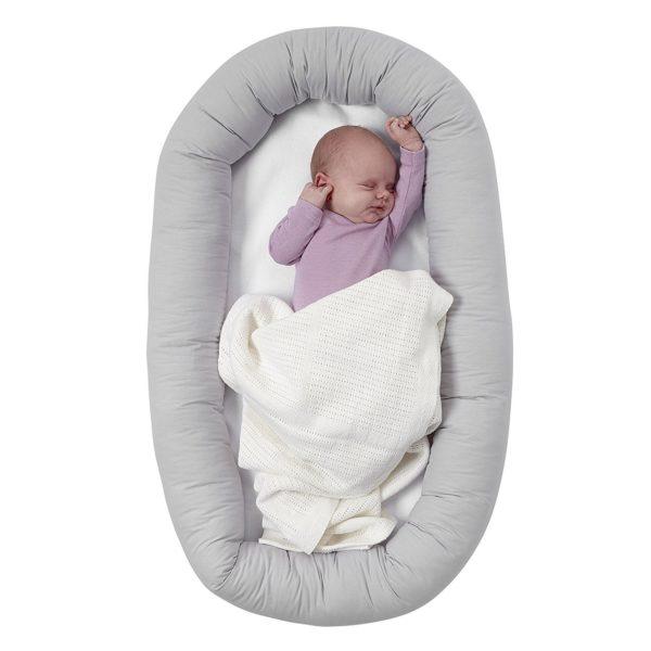 По мнению ортопедов, кокон – это одно из самых замечательных приспособлений для младенцев в первые месяцы жизни.
