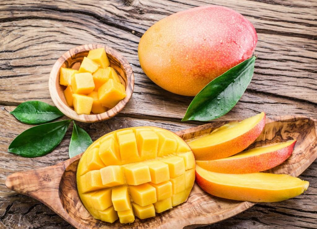 Как очистить манго от кожуры и косточки