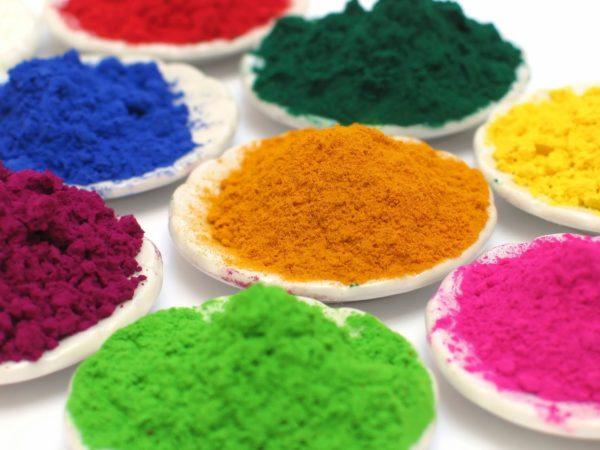Эти вещества отстирываются проще, поскольку не содержат агрессивных компонентов.