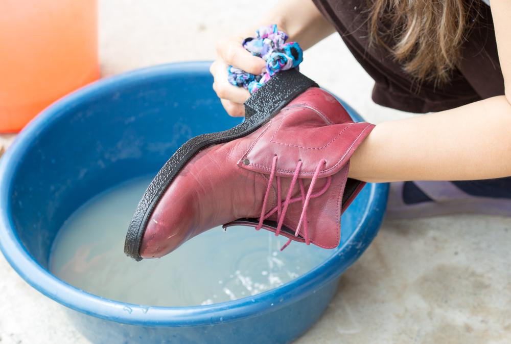 помыть обувь