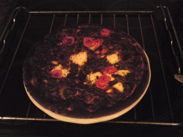 Скорее всего, большинству хозяек знакома ситуация: вынимаем пирог из духовки, а он наполовину сырой, или, наоборот, наполовину пригоревший.