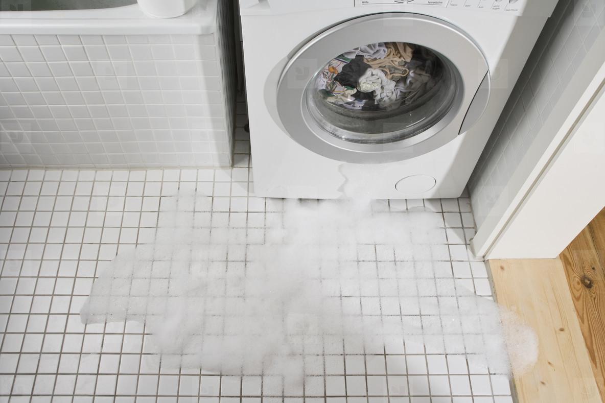 стиральная машина протекает
