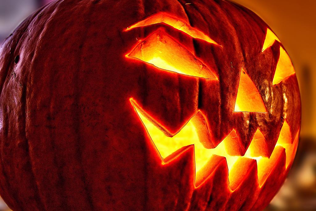 тыква на хэллоуин с подсветкой