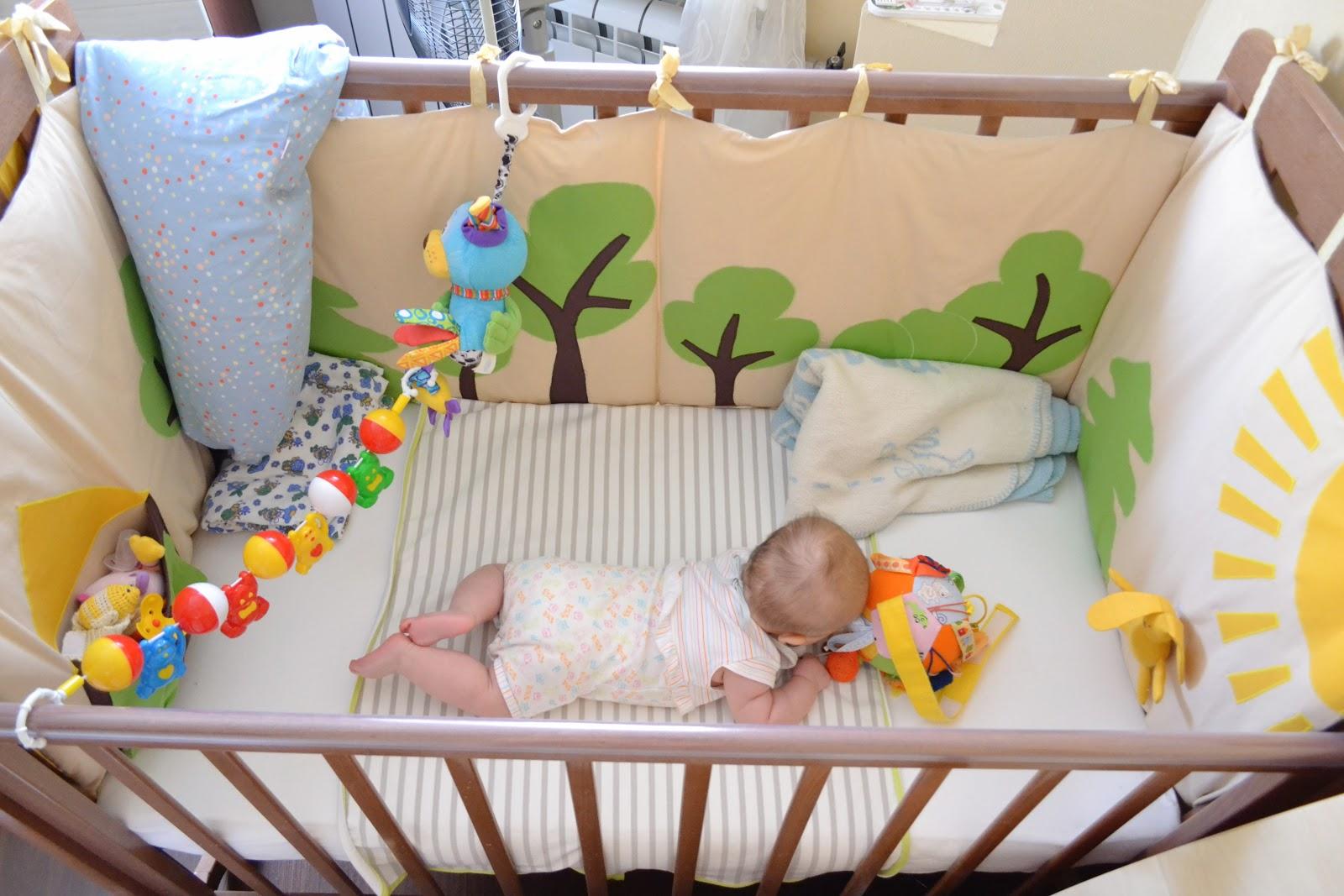 защитные бортики в кроватку для малыша