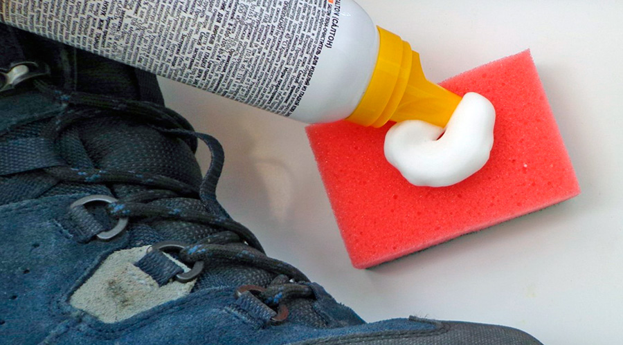 чистка замшевой обуви пеной