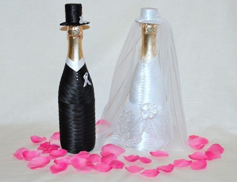 декор бутылок лентами на свадьбу