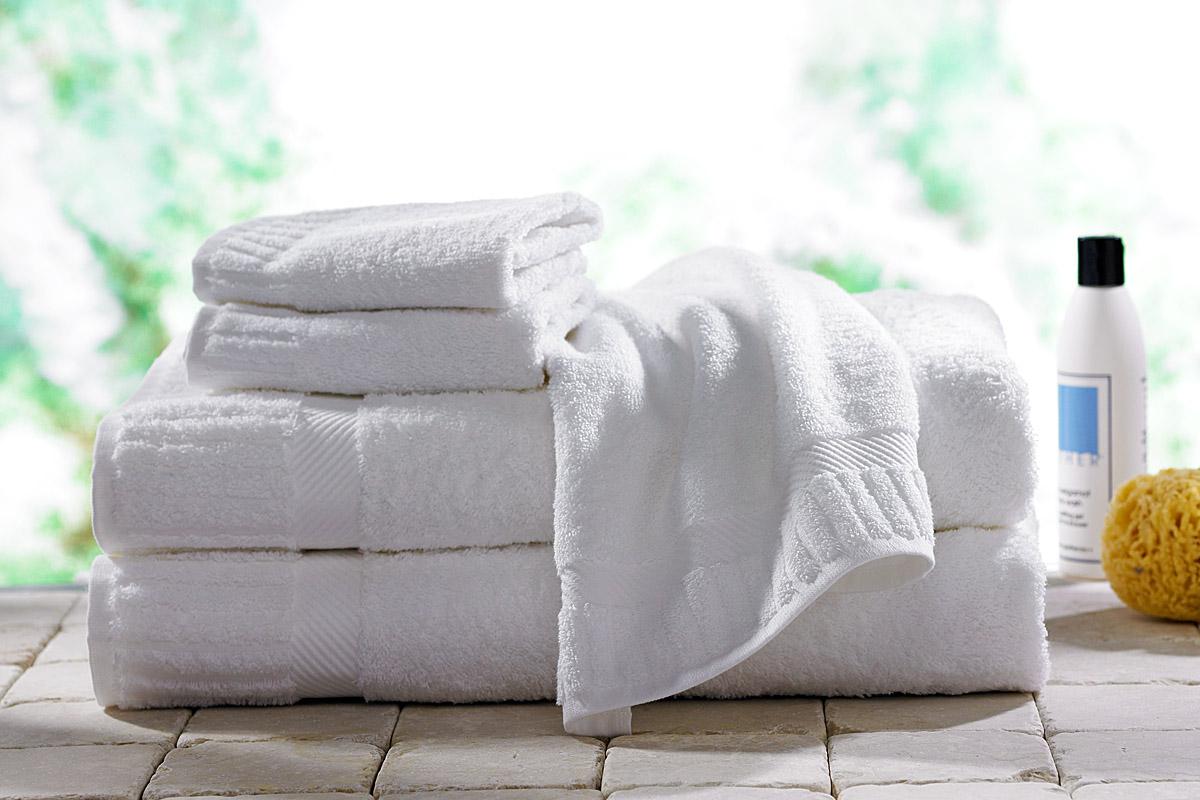 чистые белые полотенца