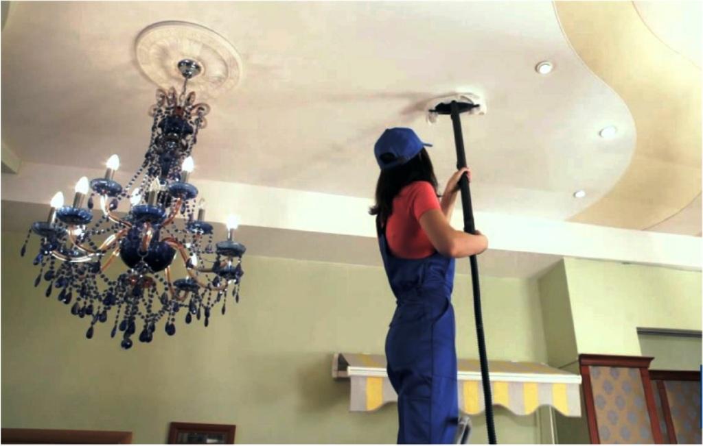 клинер чистит натяжной потолок