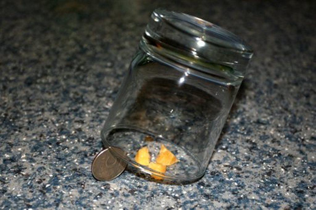 мышеловка из банки с монеткой