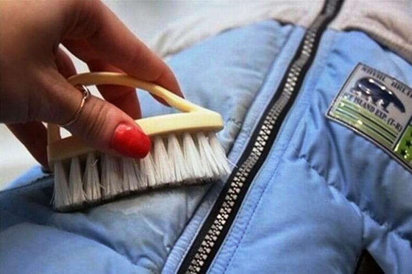 очистить одежды от пыли и грязи