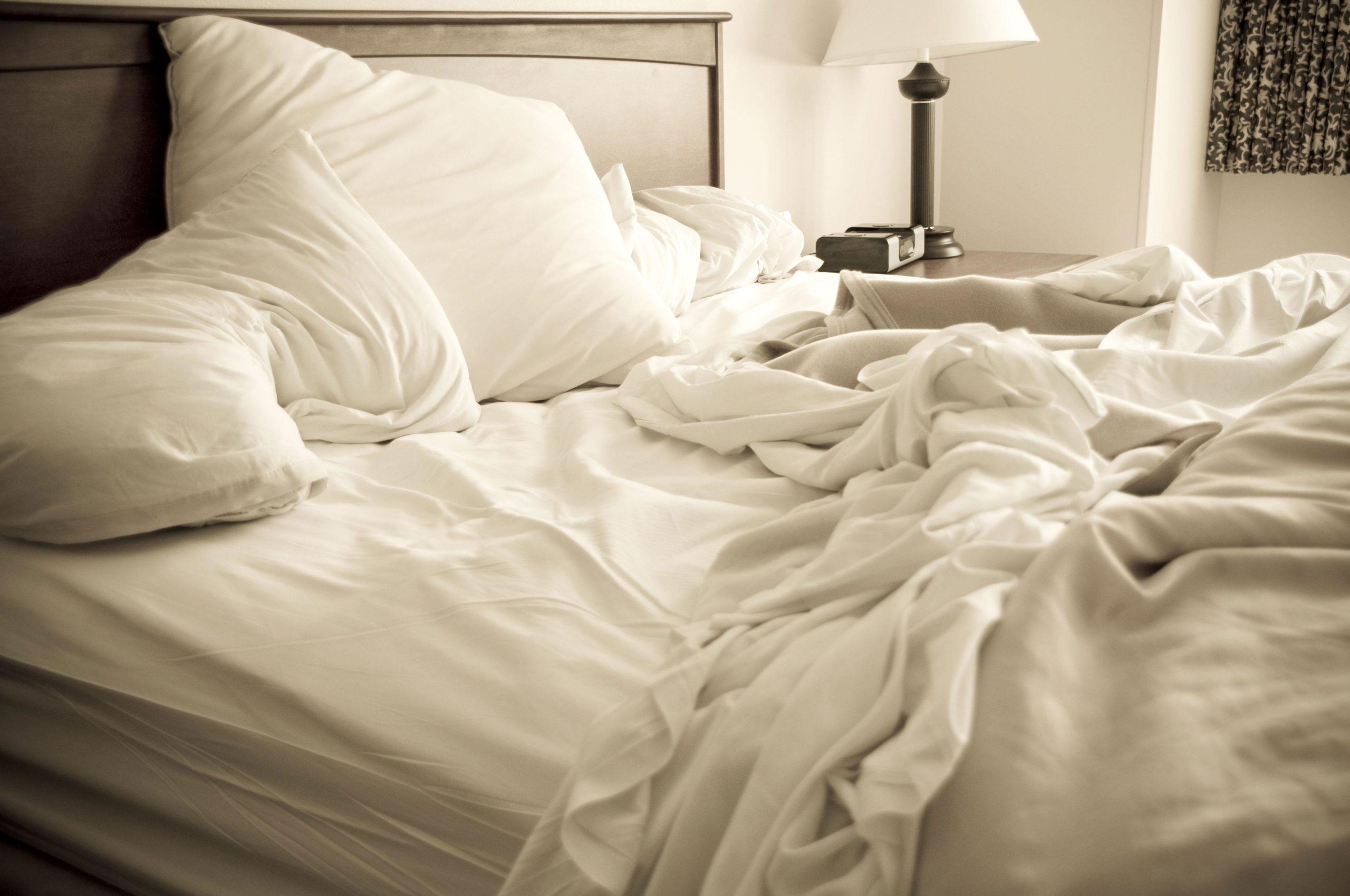 постель незаправленная