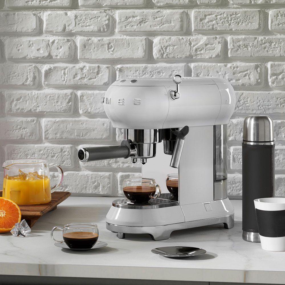 рожковая кофеварка Smeg ECF 01