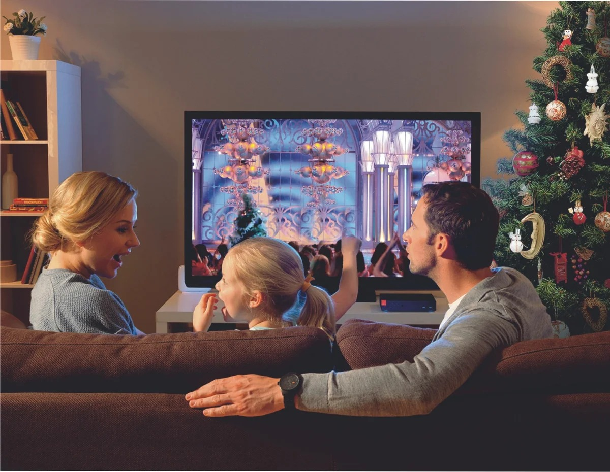 семья перед телевизором фото