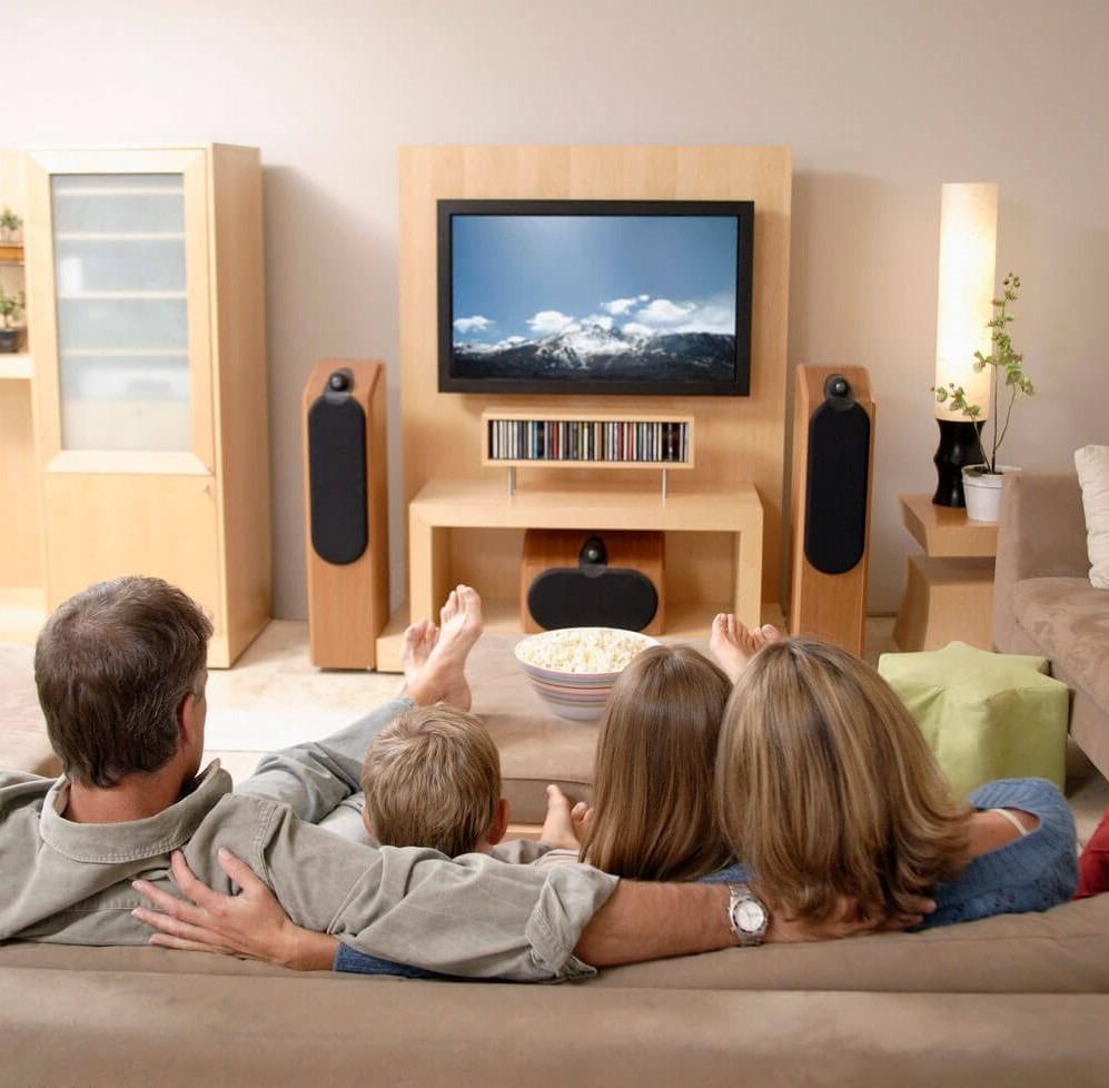 семья перед телевизором